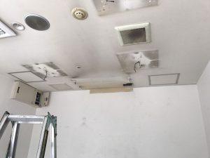 神戸市垂水区-業務用エアコンをクレーンで吊り降ろし